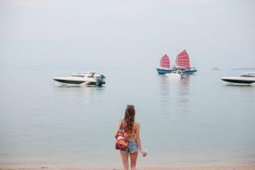 Qual é o melhor tipo de trip para mulheres que curtem viajar sozinhas? (Foto: Depositphotos_191427218_s-2019)